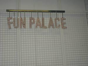 Enseigne pour les soirées du Fun Palace au Centre Pompidou
